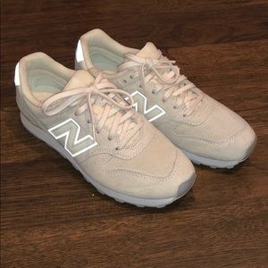 ✨WHITE NEW BALANCE SNEAKERS ✨